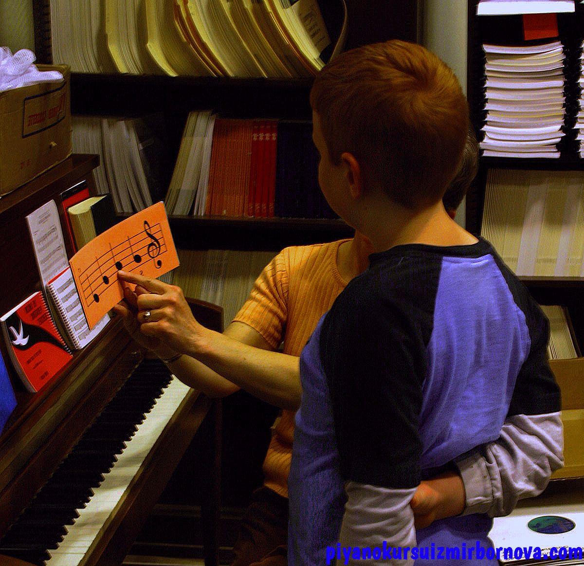 piyano ve öğretmen